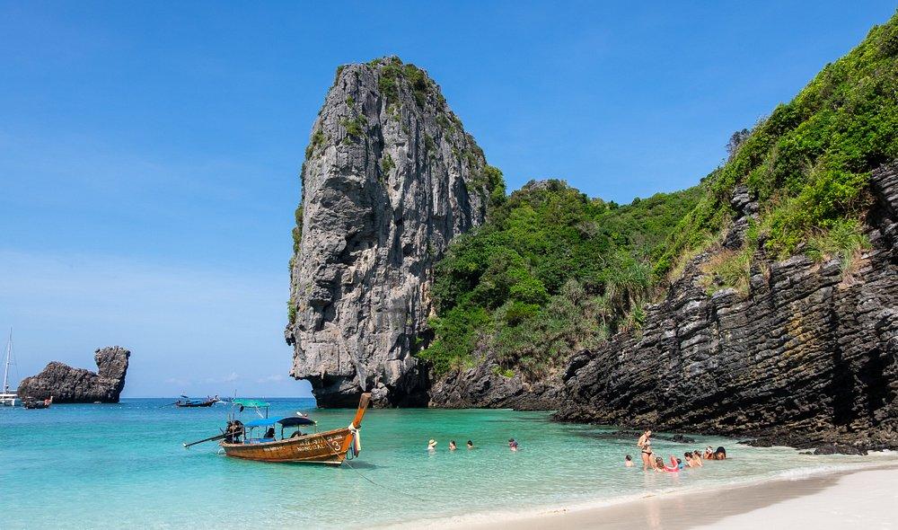 Thailand announces zero quarantine for vaccinated tourists to Phuket